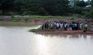 Hai anh em chết đuối ở hồ khai thác đất lậu