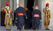 Các Hồng y được chào đón ở Vatican