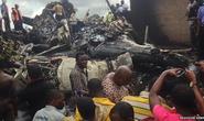 Nigeria: Rơi máy bay chở thi thể thống đốc, 13 người chết