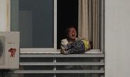 Giải cứu 2 mẹ con dọa nhảy xuống tự tử từ tầng 12