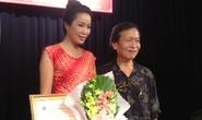 Trịnh Kim Chi nhận giải nhờ vai phụ trong vở Làm...