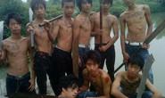 Rùng rợn ảnh nhóm thanh niên xăm trổ cầm đao dương oai trên Facebook