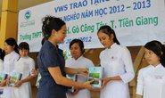 VWS tặng tập vở cho học sinh ở Tiền Giang