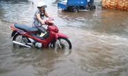 Nhiều tuyến đường ở TPHCM ngập nặng vì triều cường