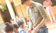 Nhan Phúc Vinh kêu gọi làm từ thiện