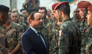 Chuyên cơ chở Tổng thống Pháp bị bao vây