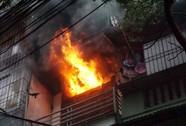 Hà Nội: Cháy lớn nhà 4 tầng, lan sang hai bên