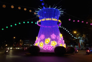 Đường đèn nghệ thuật Cần Thơ lung linh trong đêm