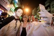 """Hàng ngàn người đổ về """"phố Tây"""" Bùi Viện chơi Halloween"""
