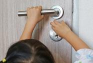 Kẹp tay vào cửa: Di chứng ám ảnh hơn bạn tưởng!