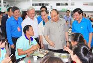Hình ảnh xúc động của Thủ tướng với công nhân Đồng Nai