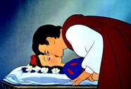 """GS Nhật bị """"ném đá"""" vì nói Hoàng tử quấy rối tình dục Bạch Tuyết"""
