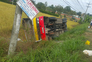 Xe buýt lao xuống ruộng, 1 người chết, 20 người bị thương