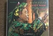 """Ra mắt sách """"Hầu đồng Việt Nam"""" của Nguyễn Á"""