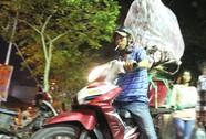 Người Sài Gòn rộn ràng tham quan chợ hoa trong đêm