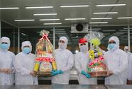 LĐLĐ TP HCM đến tận xưởng sản xuất tặng quà Tết cho công nhân
