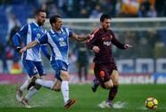 Hòa derby thủy chiến, Barcelona thoát hiểm