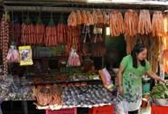 Độc đáo chợ Campuchia giữa lòng Sài Gòn