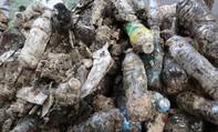 Vứt rác vào miệng cống, người dân tự hại mình
