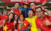 CĐV Việt Nam tiếp lửa giúp thầy trò Park Hang-seo hạ đẹp Yemen