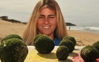"""Hàng trăm """"quả trứng kỳ lạ dạt bờ biển Úc"""