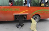 Trung Quốc cấm mang sữa chua lên xe buýt ở Tân Cương