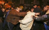 Quan chức Ukraine tháo chạy