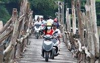Giữa thành phố, qua cầu mà run