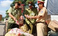 Bắt quả tang xe chở hơn 1 tấn hàng lậu Trung Quốc trên đường vào Nam
