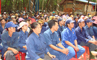 CÔNG ĐOÀN CAO SU VIỆT NAM: Thăm hỏi công nhân làm việc tại Campuchia