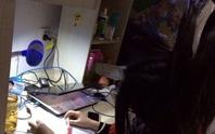 Sinh viên Trung Quốc treo ngược tóc học bài thi