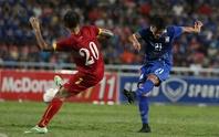 Tuyển Việt Nam bị Thái Lan bỏ xa trên BXH FIFA