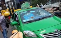 Đánh tài xế, đập vỡ kính xe taxi Mai Linh tông CSGT bỏ chạy