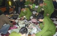 Người Trung Quốc sản xuất mỹ phẩm giả  ngay tại vùng biên Móng Cái