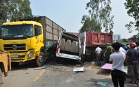 3 ô tô tông nhau, 4 người chết, 8 bị thương