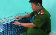 Gặp công an, vứt gần 3.000 bao thuốc lá lậu để chạy