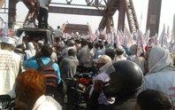 Chen nhau qua cầu, 19 người bị giẫm đạp tới chết