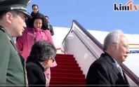 """Thủ tướng Malaysia bị """"soi"""" vì cho con riêng thăm Trung Quốc"""