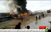 Hai tàu hỏa tông nhau, bốc cháy rừng rực