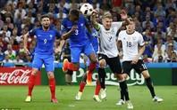 Xem Schweinsteiger để bóng chạm tay vô duyên khiến Đức ôm hận