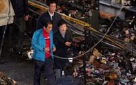 Tổng thống Hàn Quốc khóc khi xuất hiện giữa tâm bão