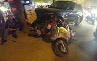 Xe sang Range Rover gây tai nạn liên hoàn, 3 người bị thương