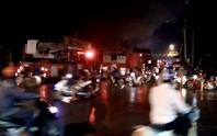 Cháy cửa hàng trong chùa, khu dân cư náo loạn