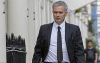 Mourinho nhận lương gấp đôi Van Gaal tại M.U