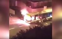 Pháp: Chặn đường đốt xe buýt