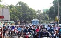 Kẹt xe trầm trọng trước Bến xe miền Đông