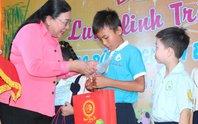 Tổ chức trung thu cho con công nhân, trẻ khuyết tật