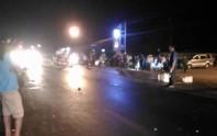 4 xe máy tông nhau, 2 thanh niên chết tại chỗ