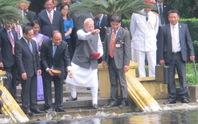 Thủ tướng Ấn Độ thăm Nhà sàn Bác Hồ