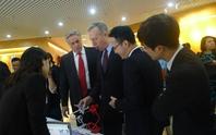 Đại sứ Mỹ ấn tượng với gian hàng khởi nghiệp sáng tạo Việt Nam